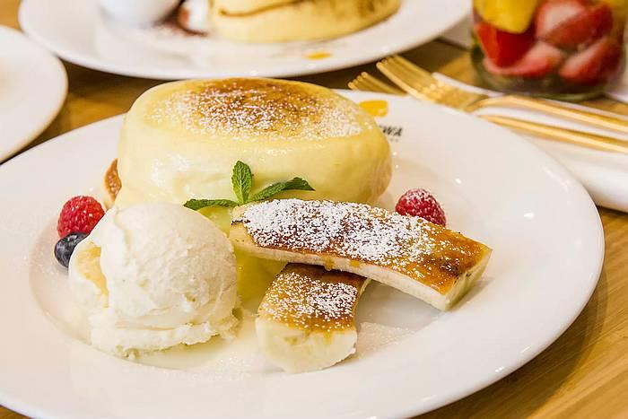 Toronto Restaurant Openings: Fuwa Fuwa, OV Sweets, Tav's Resto Bar, La Nuit Shanghai